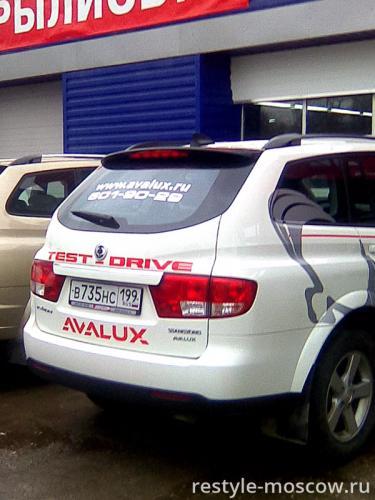 Реклама на автомобиле для дилера