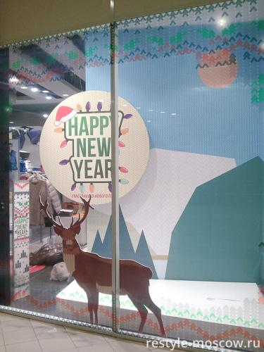 Оформление витрины магазина одежды